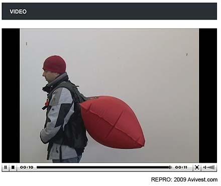 Z videa, nafouknutý Avi Vest