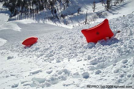 Vaky Avi Vest na povrchu laviny, stržení pod sněhem