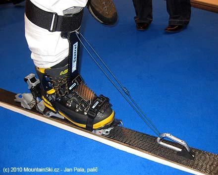 Zatažením dozadu jsem dosáhnul akorát vyhnutí lyže vzhůru