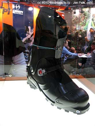 Závodní odlehčený prototyp skialpinistické botky Crispi byl za sklem