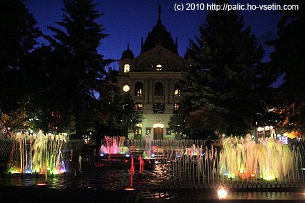 Zpívající fontána na hlavním náměstí