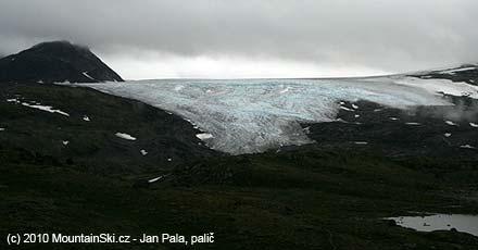 Jeden ze splazů ledovce Fannaråken v plné kráse