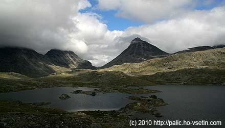 Špičatý vrchol Kykrja - 2033 m - jsme druhý a třetí den viděli hodně dlouho