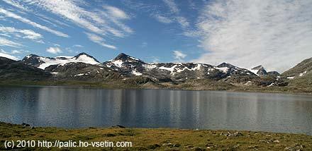 Hřeben na jih od jezera Leirvatnet