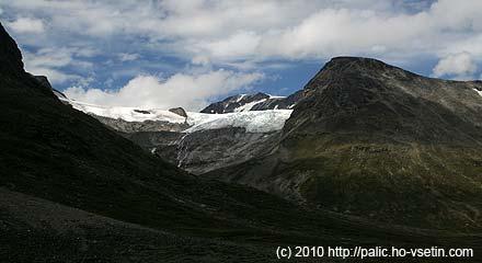 Čelo ledovce Svellnosbreen trochu zblízka