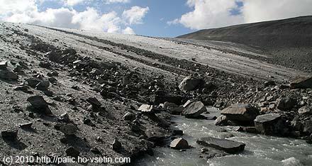 Čelo levé části ledovce Styggebreen