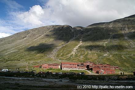 Horský hotel Spiterstulen ve velmi pozdním odpoledni