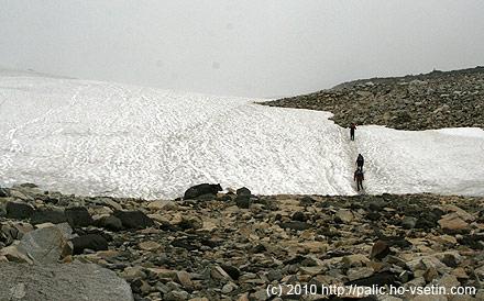 Konečně první sněhové pole, výš jich bylo více