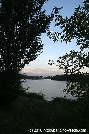 Na břehu jezera Pantelimon byly dva kříže, tady první z nich
