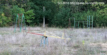 Dětská hřiště v parku nejsou udržována