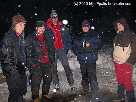 Část zimních táborníků v plné polní