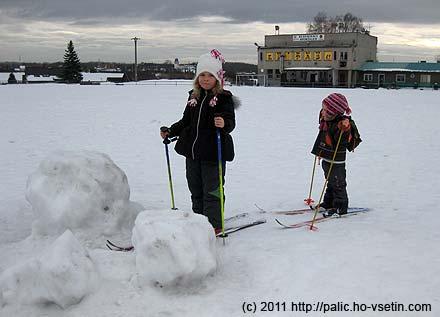 Malé terénní překážky zrozvaleného sněhuláka