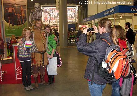 Někteří vystavující byli zajímavě oděni, a tak byli středem pozornosti fotografujících