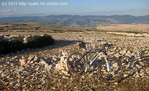 Ještě jednou zapomenuté kolo na planině asi 400metrů nadmořem